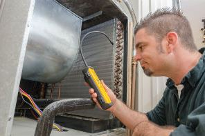 Doing the Evaporator Coils Cleaning in a business